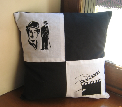 coussin charlie chaplin et clap cin ma. Black Bedroom Furniture Sets. Home Design Ideas